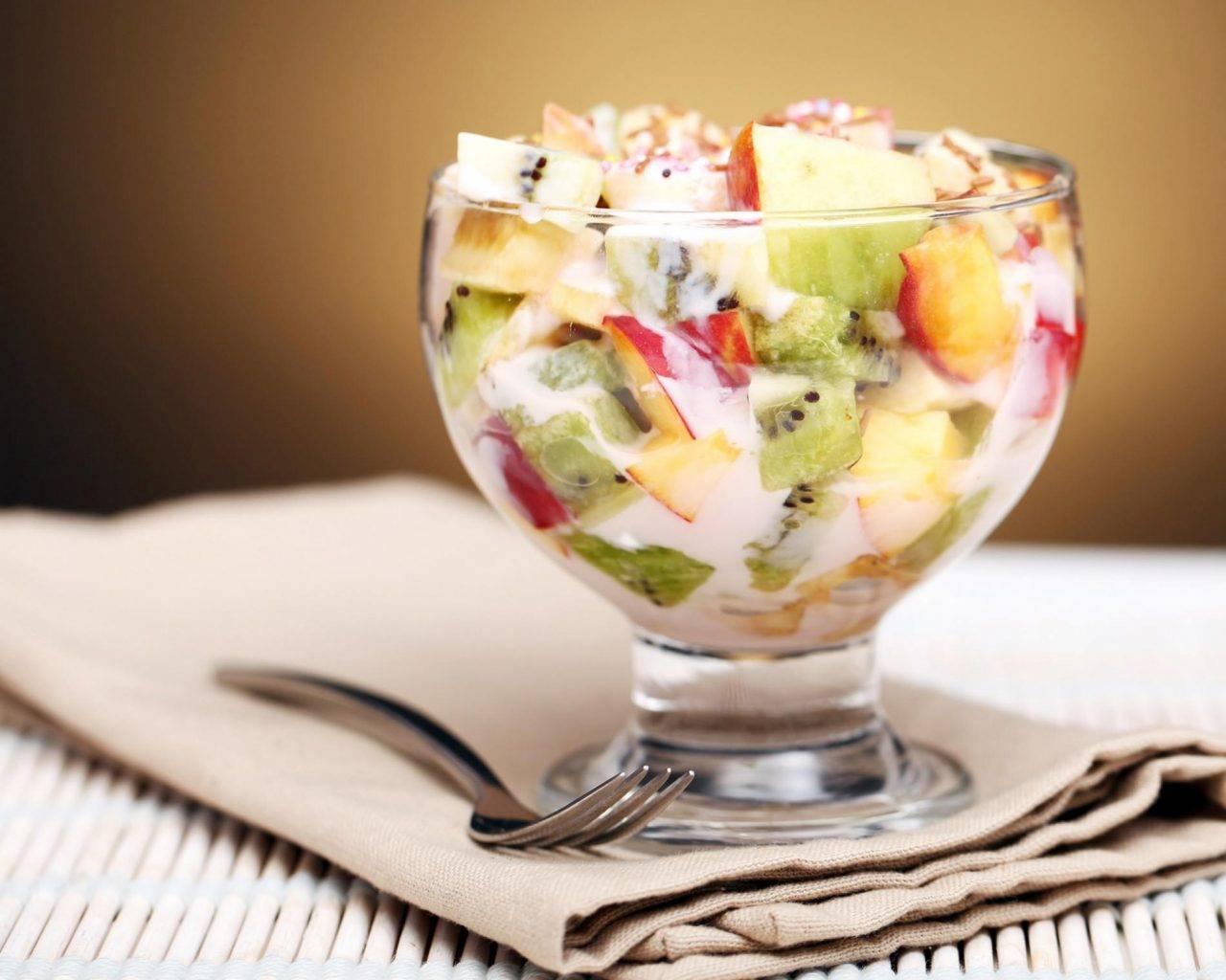 Салат с фруктами с йогуртом рецепт с