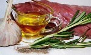Запеченный кролик с розмарином и оливками (маслинами) - 0