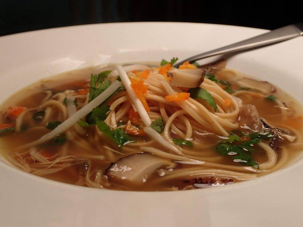 Грибной суп из белых грибов с вермишелью