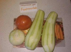Кабачки, тушенные с овощами и сметаной - 1