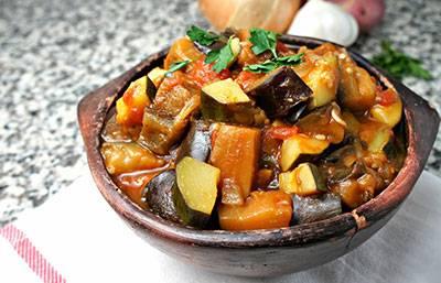 овощное рагу с кабачками и баклажанами и картошкой с фото