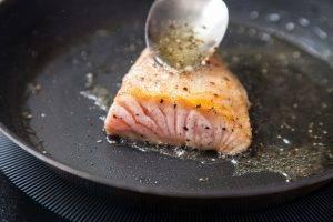 Летний салат с лососем и яйцом-пашот - 0