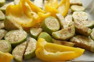 Большой летний салат с киноа и овощами - 0