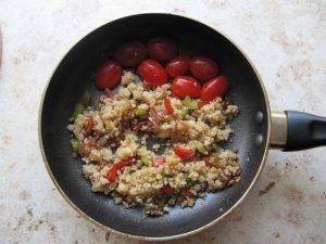 Теплый салат с кускусом и помидорами черри - 1