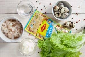 Салат с креветками, сухариками и яйцами - 0