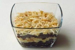 Салат с орехами и черносливом - 1