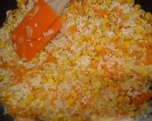Запеченные куриные ножки с рисом и кукурузой - 1