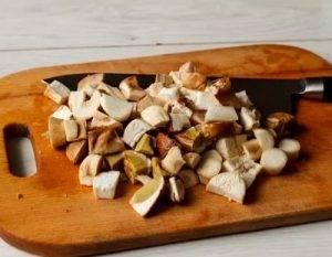 Рыба, запеченная в сметане с грибами и картофелем - 1