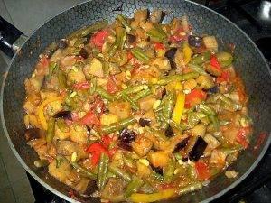 Рис с овощами, кешью и карри - 0