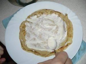 Блинчики с творогом, йогуртом и малиной - 1
