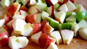 Сладкий салат из фруктов и грецких орехов - 1