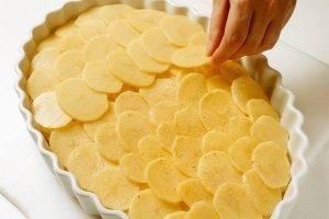 Картофель с маринованным луком и сыром - 1