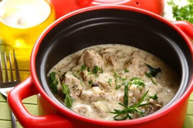 Ингредиенты для приготовления чанахи в горшочках из свинины в духовке достаточно простые и включают в себя горошек.