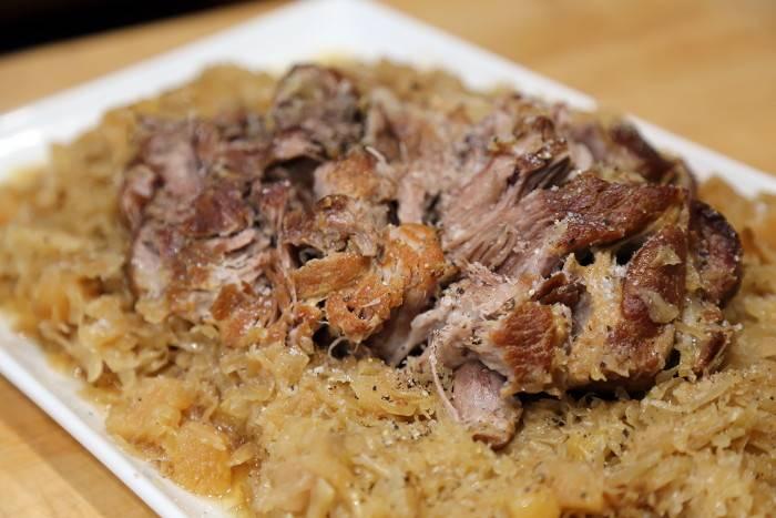Мясо с квашеной капустой в духовке