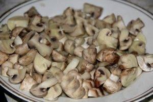 Салат с куриной грудкой и грибами - 1