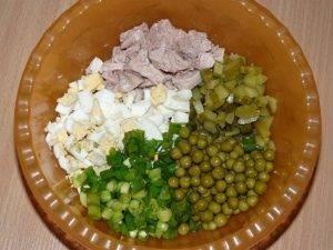 Салат из печени трески с зеленым горошком - 0