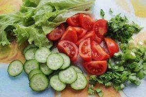 Салат из курицы и свежих овощей - 1