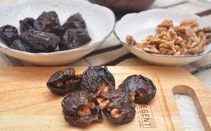 Чернослив с орехами в сметанном креме - 1