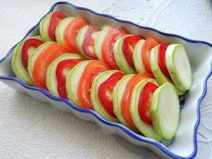 Овощная запеканка из помидоров, кабачков и болгарского перца - 1