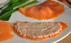 Рулетики из красной рыбы с тунцом и рисом - 0
