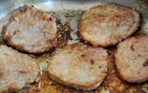 Свиные отбивные с грибным соусом - 0
