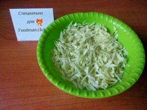 Сочный салат из капусты и кукурузы - 1