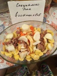 Картофель, запеченный в духовке с тушенкой - 2
