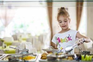Как организовать питание ребенка за границей - 5