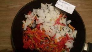 Фрикадельки тушеные с овощами - 6