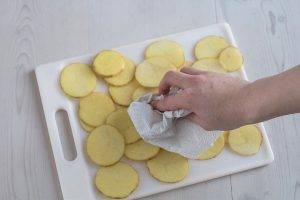 Картофельные чипсы в микроволновке - 1