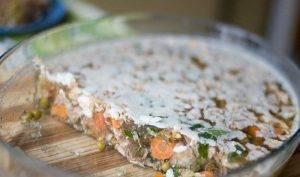 Холодец из свинины с морковью и горошком - 1