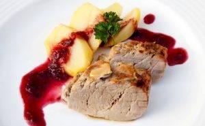 Свиная вырезка в фольге в духовке - 1