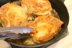 Свиная котлета на косточке, приготовленная на сковороде - 1