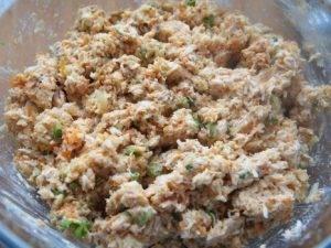 Салатные шарики из консервированной рыбы - 5