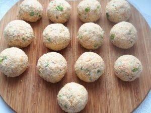 Салатные шарики из консервированной рыбы - 6