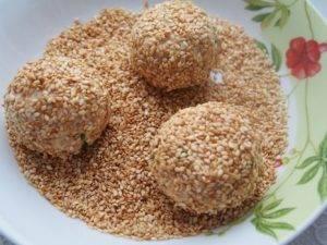 Салатные шарики из консервированной рыбы - 7