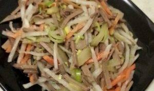 Печеночный салат со свежими овощами - 4