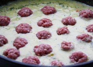 Фрикадельки в сырном соусе - 1