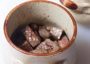 Мясо в горшочках с черносливом - 1