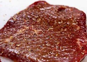 Запеченная говядина с сыром моцарелла - 0