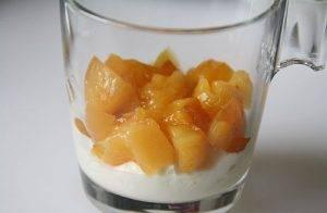 Йогуртовый десерт с хурмой, орешками и мёдом - 0