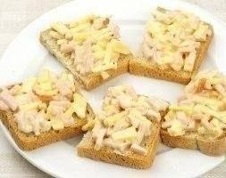 Горячие бутерброды с колбасой и сыром - 2