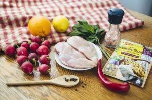 Куриная грудка с салатом из редиса и цитрусовой заправкой - 0