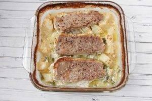 Свиные отбивные с картофелем в духовке - 2