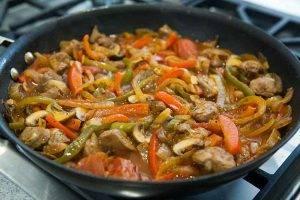 Рагу из свинины с перцем и грибами - 2