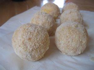 Рисовые шарики с моцареллой и ветчиной - 3