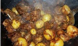 Баранина с жареной картошкой в казане - 5