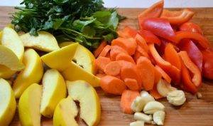 Тушеная баранина с овощами и айвой - 2