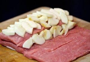 Свинина с яблоками в фольге в духовке - 4