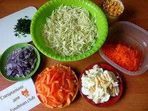 Сочный салат из капусты и кукурузы - 5